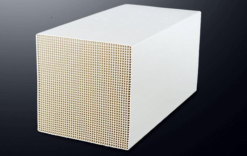 Mikrofalowe suszenie ceramiki o strukturze plastra miodu